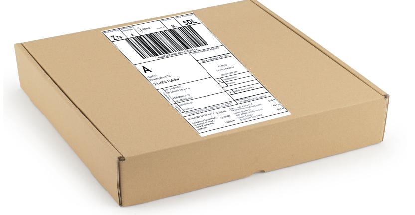 paczka z etykietą, pochodząca z aplikacji wysyłkowej służącej do organizacji wysyłki z magazynu